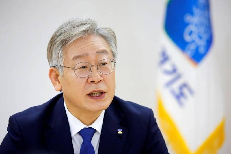 南韓京畿道知事李在明是總統大選的有力人選,他參與的綜藝節目《家師父一體》於26日播出,收視率創下驚人的9.0%。(路透)