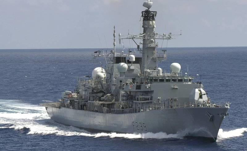 共機頻傳繞台之際,英航母打擊群護衛艦「碰巧」通過台灣海峽。(截取自官方推特)