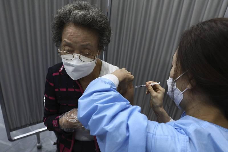 南韓近期將針對高風險群體施打「加強劑」疫苗。(美聯社)