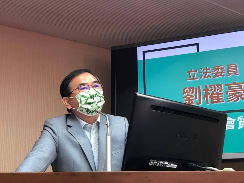 立委劉櫂豪昨天在立院質詢東部交通議題。(劉櫂豪服務處提供)