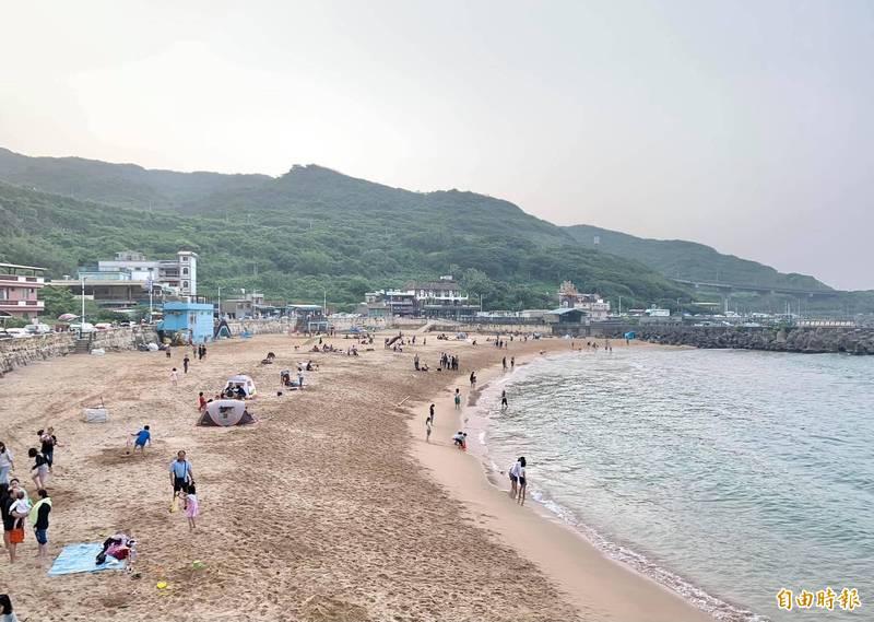 基隆大武崙沙灘可望在下週全面開放。(記者盧賢秀攝)