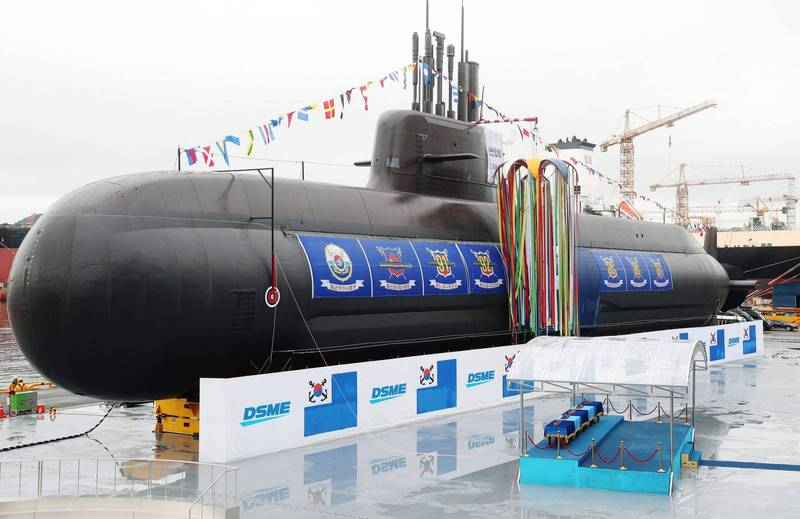南韓自主研製的張保皐III級潛艦「申采浩號」將於今日下水。圖為同型艦「島山安昌浩號」下水儀式。(法新社)