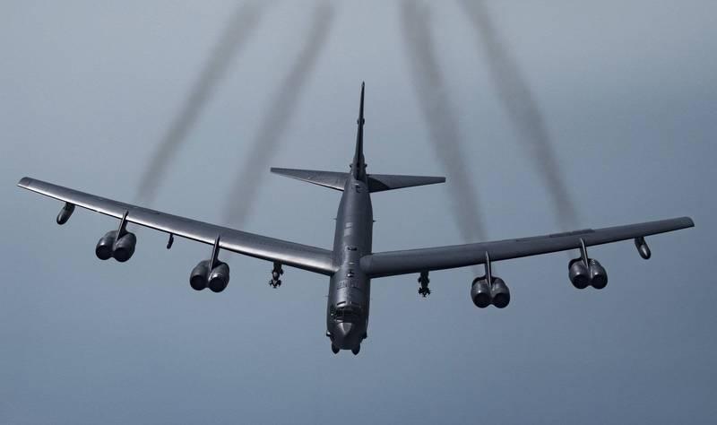美國空軍與勞斯萊斯簽訂B-52H同溫層堡壘轟炸機引擎更換合約,將有76架B-52H裝上新引擎並持續服役到2050年。(美聯社)