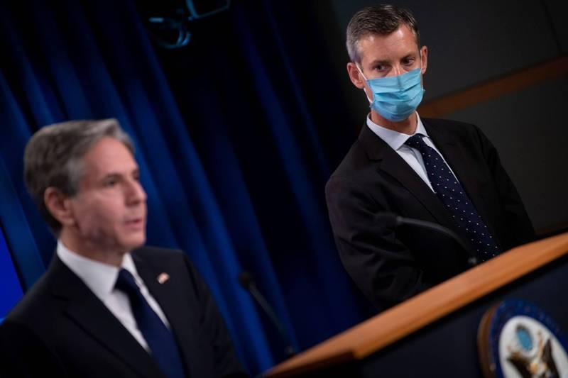 美國國務院發言人普萊斯(Ned Price,圖右)確診武漢肺炎(新型冠狀病毒病,COVID-19),他上週曾與國務卿布林肯(Antony Blinken,圖左)有密切接觸。(路透資料照)
