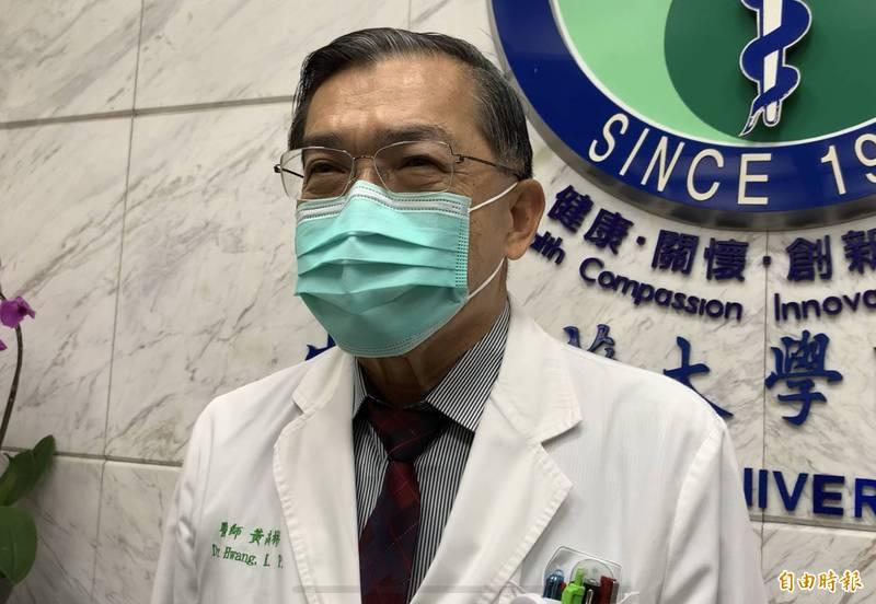 中國醫藥大學附設醫院副院長黃高彬表示,若是正常打完是被車輛撞到,「未經稀釋的疫苗原液」這種情況恐怕是被飛機撞到,建議住院觀察一週,且第二劑改打AZ疫苗。(資料照)