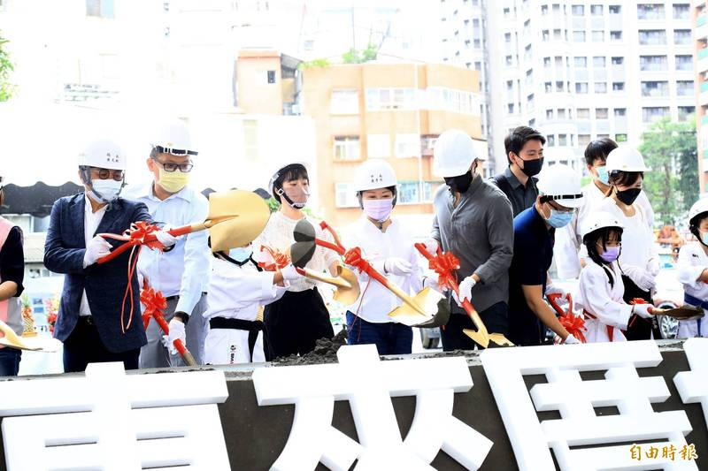 中市西屯惠來厝的好宅今天開工,將提供400戶優質住宅,預計114年5月完工。(記者蘇金鳳攝)