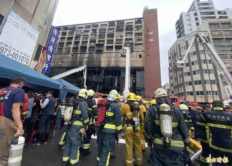 城中城大樓惡火前,疑有男女在1樓吵架。(記者黃旭磊攝)