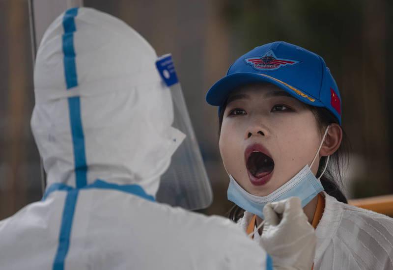中國內蒙古二連浩特市13日出現1例本土武肺確診,當局緊急展開全員核酸檢測。(歐新社資料照)