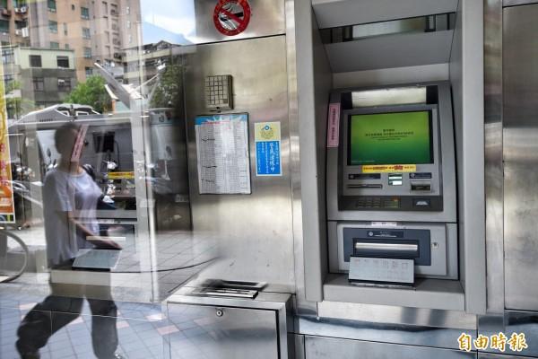 台灣首例!ATM遇駭遭盜千萬