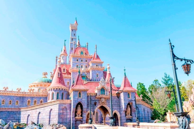 迪士尼《美女與野獸》粉色城堡開幕前新照曝光!公主風甜點、周邊商品超夢幻