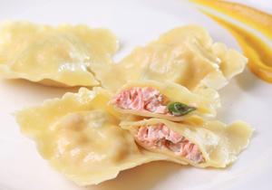 鮭魚義式麵餃佐芥末醬