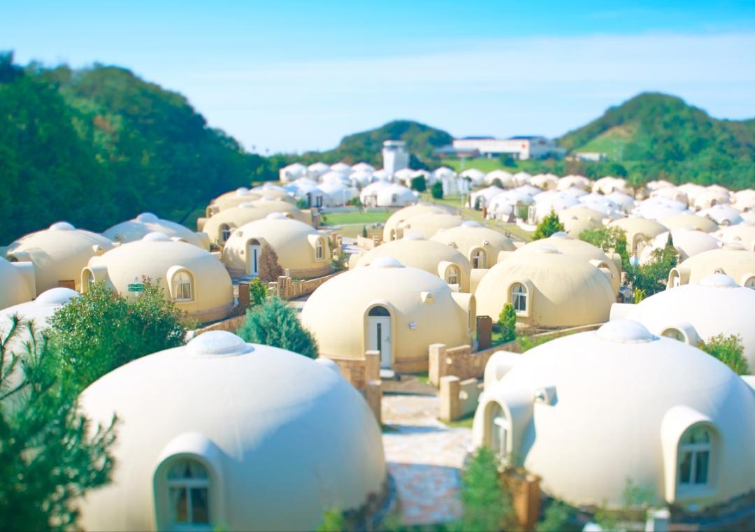 疫後必去的夢幻景點!日本和歌山「濱海圓頂小屋」就像住在棉花糖裡