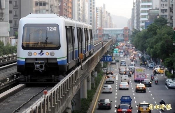 一起出遊!台北市公車&捷運即日起開放「小型寵物鳥」搭乘
