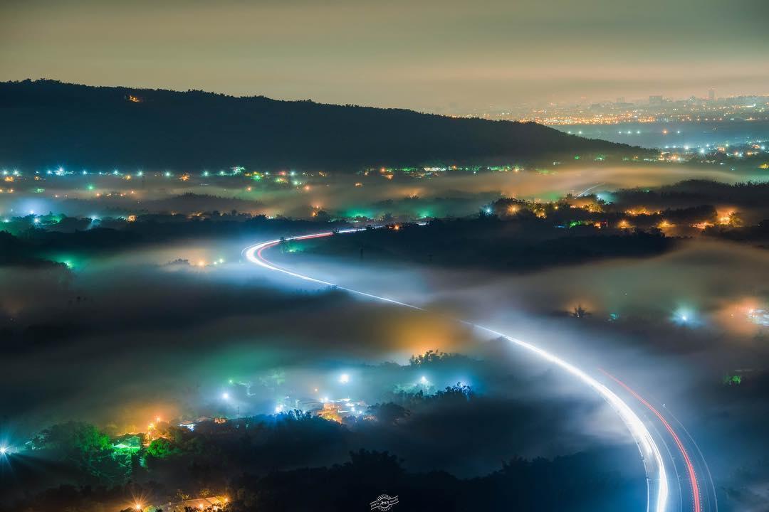 最容易攻略的「七彩琉璃光」在高雄!新夜景勝地輕鬆一覽月世界惡地奇景
