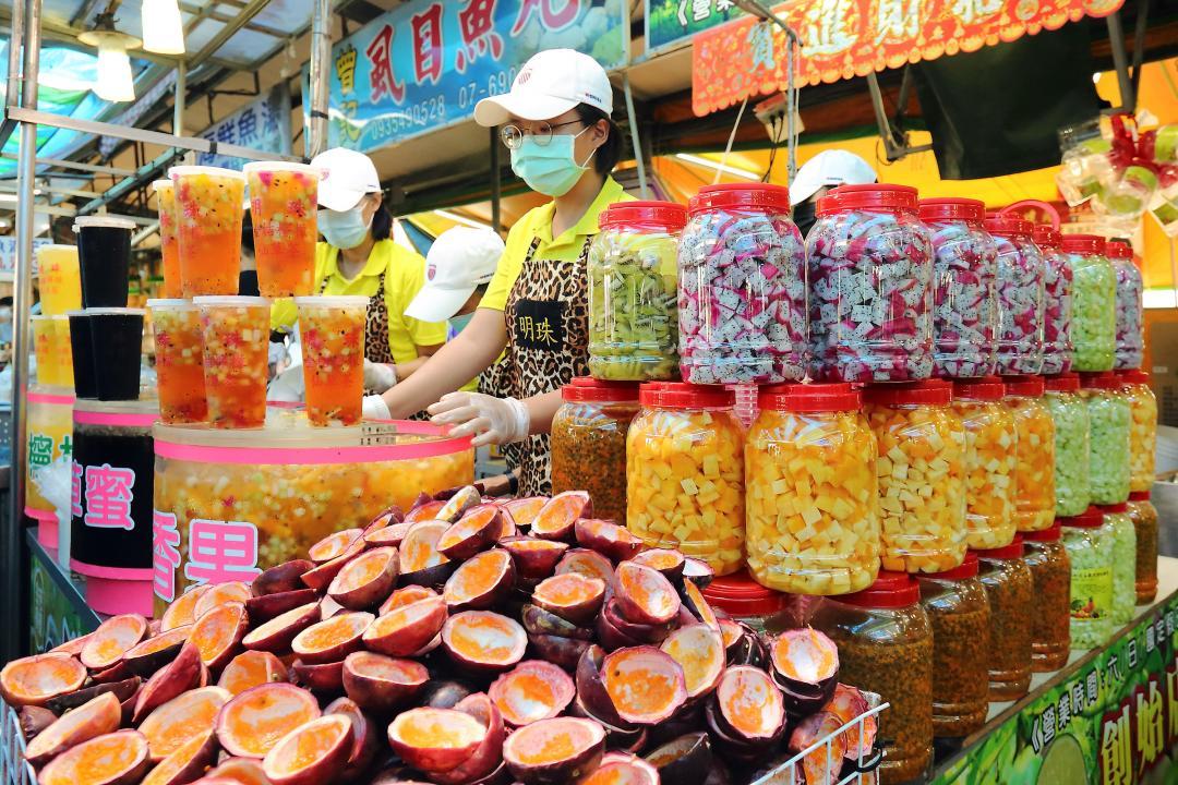 出攤必排隊!南台灣最強夜市水果茶「明珠果汁」6 種超大果丁整杯爆料