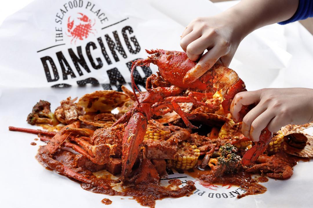 蟹舞手抓海鮮不敵疫情!「龍蝦 5 折、免費送螃蟹周邊」祭出11月熄燈優惠