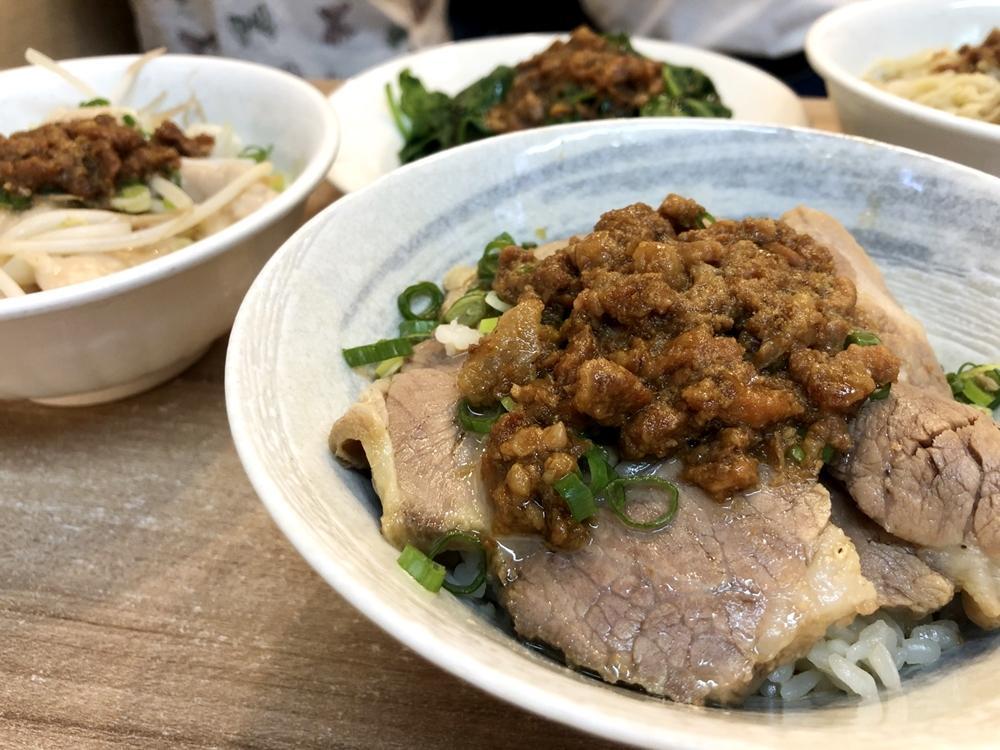 現炸5元小饅頭、每日限量肉燥飯!台中第二市場10間小吃美食+伴手禮特搜
