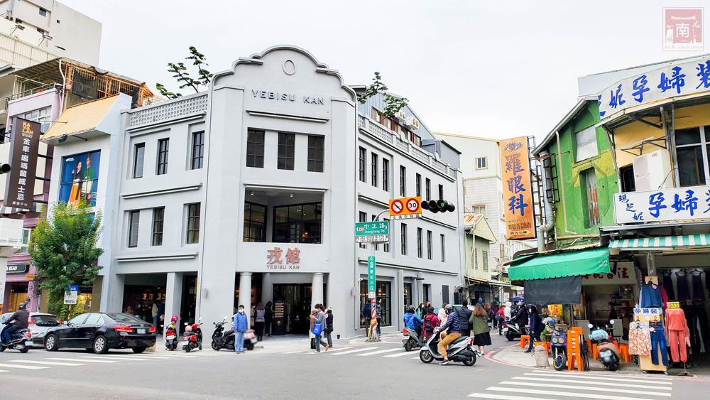 台南新景點!戎舘老戲院變身「日式美食百貨」還原復古售票亭、還能免費看電影