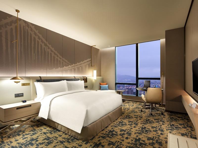 降二級警戒「住宿買一送一」!台北新板希爾頓酒店每房2252元入住