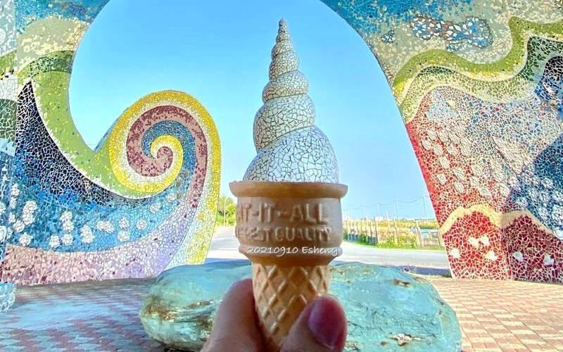 雲林台西限定!他用一招借位拍出「海螺霜淇淋」網讚:好消暑
