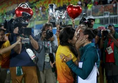 奧運》外國人也過七夕?奧運志工向橄欖球員求婚成功