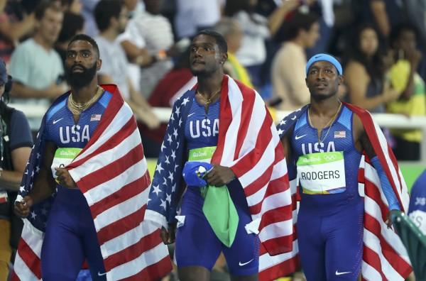 奧運》囧!美國隊披國旗爽繞場 下一秒被取消銅牌