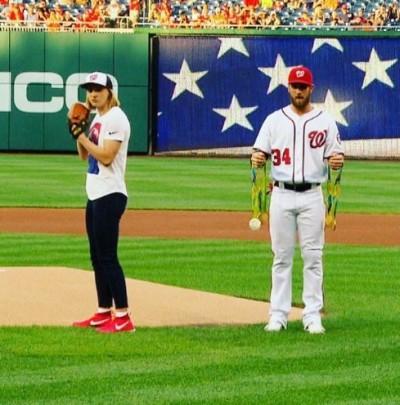 MLB》把MVP哈波當獎牌架?只有美國游泳皇后有資格!