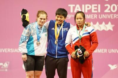 世大運》台灣舉重又傳捷報!女將洪萬庭69公斤級摘金牌