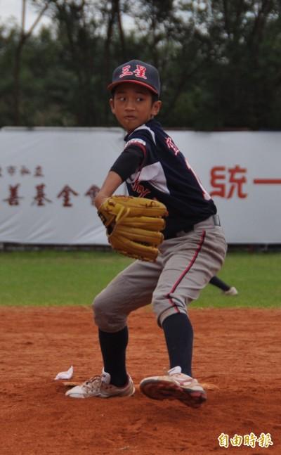 關懷盃》投球很有霸氣 三星國小許嘉聖最喜歡郭泓志