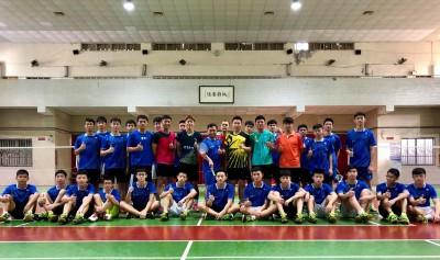 羽球》雅加達亞運銅牌李洋、李哲輝 返母校陪學弟練球