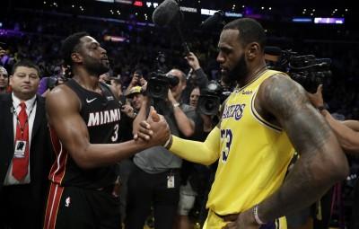 NBA》好兄弟最後對決 詹皇罰球鎖定勝利告別魏德