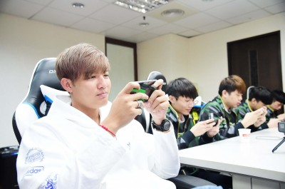 電競》王維中拜訪電競隊伍ONE Team 勉勵年輕好手互相成長