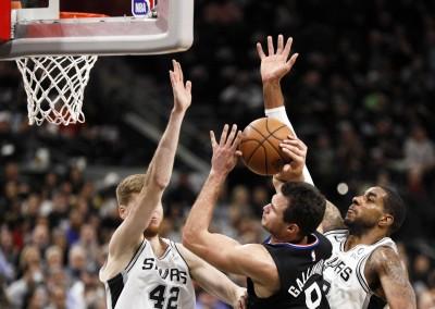 NBA》少了「魯長老」差很大  快艇作客遭馬刺血洗