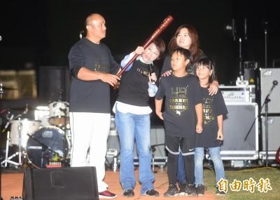 棒球》盧秀燕遭「泰山迷」噓 主辦單位發文致歉