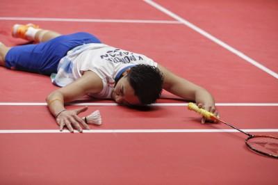 羽球年終賽》冠軍戰不敵對手 球王風度承認自己落敗
