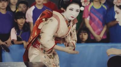 桌球》藝妓著全套和服展驚人球技 卸妝發現是天才美少女(影音)