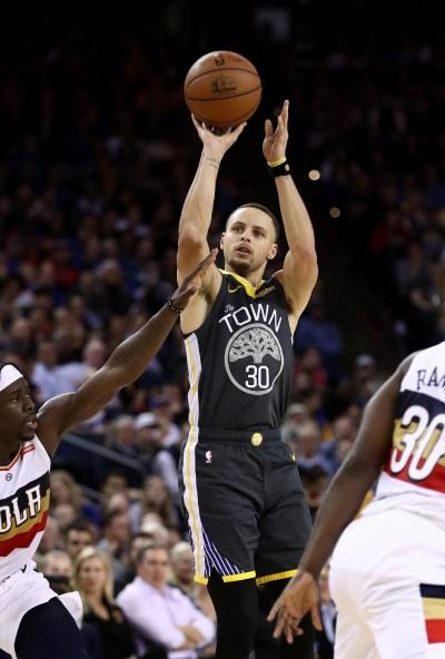 NBA》柯瑞神射再創紀錄 連3場8+三分成史上第一人!
