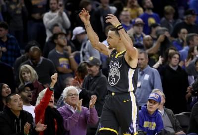 NBA》柯瑞射瘋了! 單節7顆三分率勇士紀錄夜逆轉鵜鶘(影音)