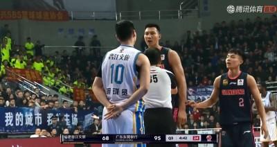籃球》台灣硬漢卡位 惹惱中國一哥易建聯爆怒起衝突(影音)