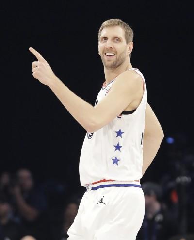 NBA》諾威斯基連飆3顆外線 推特爆淚潮:誰准你退休了(影音)
