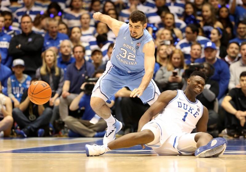 籃球》「詹皇接班人」穿爆NIKE受傷退場 引來PUMA這樣酸…