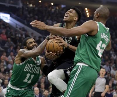 NBA》厄文打鐵得22分 字母哥全能身手退綠衫軍