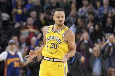 NBA》柯瑞爆扣還轟10記三分彈  勇士驚濤駭浪險勝國王(影音)