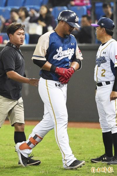 中職》陳俊秀挨觸身球 洪總、投手都虛驚一場