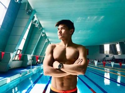 游泳》 「香港飛魚」26歲突驟逝 女友銜哀:他走了真的很痛...