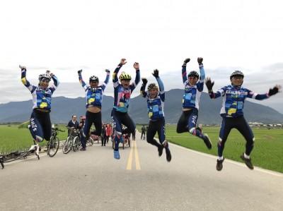 環島愛心單車騎向東台灣 捐助國小學童獎學金和校隊補助