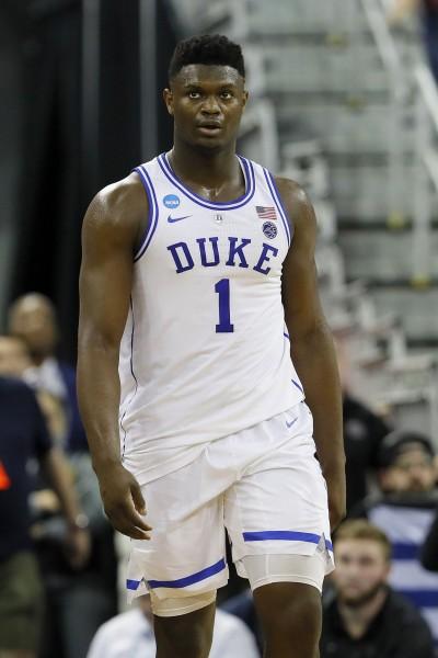 籃球》「詹皇接班人」力抗228公分巨人  關鍵進球領杜克晉級