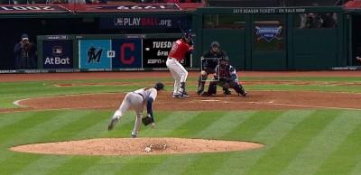 MLB》好美!勇士佛里德超狂曲球 讓網友看呆了(影音)