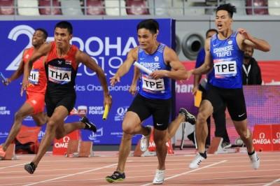 亞田賽》中國隊踩線違例失金 台灣400接力隊奪史上首面銀牌
