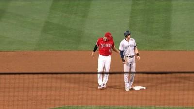 MLB》西蒙斯「藏球」騙到洋基小將 天使上演神奇雙殺(影音)